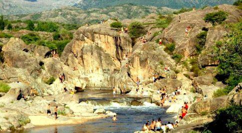 El río Mina Clavero, una de las 7 maravillas naturales de la Argentina