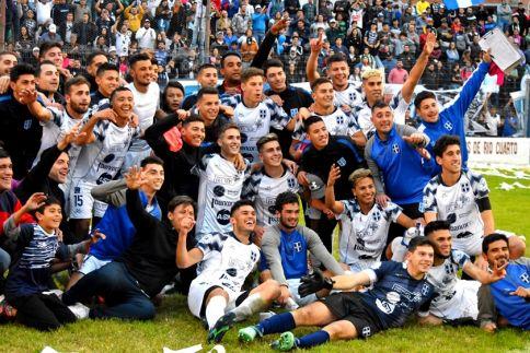 Atenas venció por penales a Acción Juvenil y se metió en la final de la Región Centro