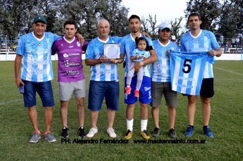 Copa de Verano: Merecido reconocimiento al ex jugador Hugo Ferraro